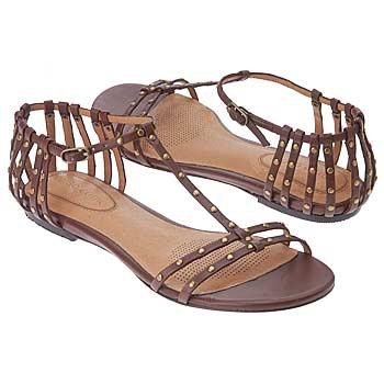 اضغط على الصورة لعرض أكبر  الاســـم:shoes_iaec1119221.jpg المشاهدات:422 الحجـــم:16.8 كيلوبايت الرقم:26324