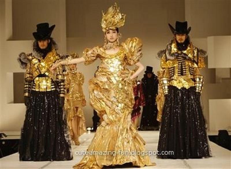 فستان من الذهب الخالص عيار 21