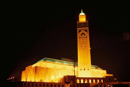 اضغط على الصورة لعرض أكبر  الاســـم:1667305-Hassan_II_mosque_casablanca-Casablanca.jpg المشاهدات:19896 الحجـــم:14.6 كيلوبايت الرقم:50829