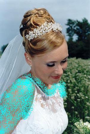 اضغط على الصورة لعرض أكبر  الاســـم:coiffure-mariage-9.jpg المشاهدات:188 الحجـــم:37.0 كيلوبايت الرقم:77450