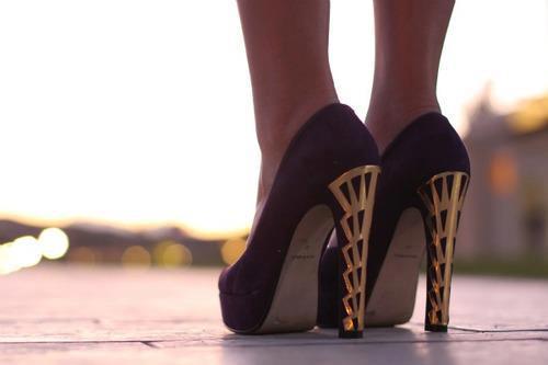 للنساء لعام 2012 - 2013أحذية الكعب العالي باللون الأحمرأحذية بالكعب